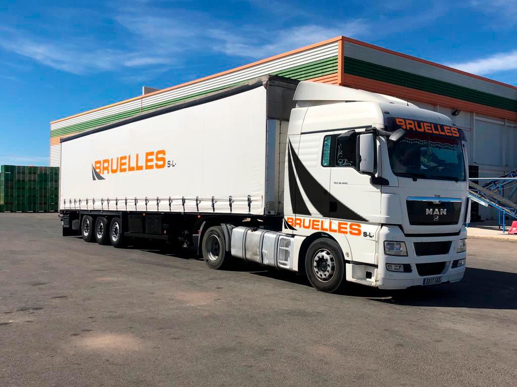 Camión de Bruelles en el muelle de Valencia